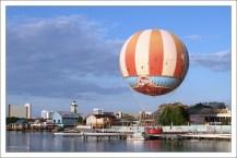 Aerophile - огромный гелевый воздушный шар в районе Disney Springs (ранее известном как Downtown Disney).