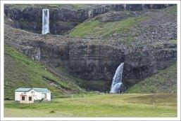 Водопады на обочине окружной дороги.