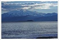 Покрытый ледником вулкан Снайфедльс . Отсюда, согласно Жюль Верну, отправилась экспедиция к центру Земли.