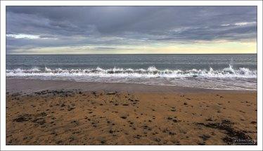 Золотой пляж и Северный Атлантический океан.