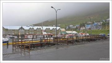 Рыбацкий городок Сиглюфьордюр (исл. Siglufjörður).