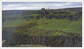 Вид на противоположную сторону каньона, где расположен Деттифосс.