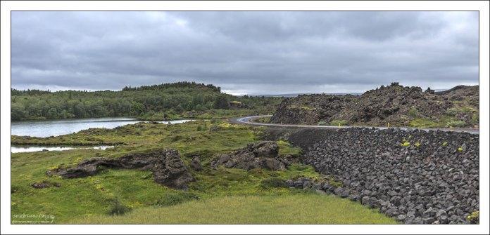 Дорога, огибающая озеро Myvatn.