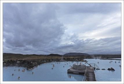 Вода в купальне Миватн сильно щелочная, и хорошо подходит для купания.