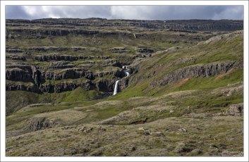 Самая высокая точка дороги из Эйильсстадира в Хофн расположена на высоте 470 метров.