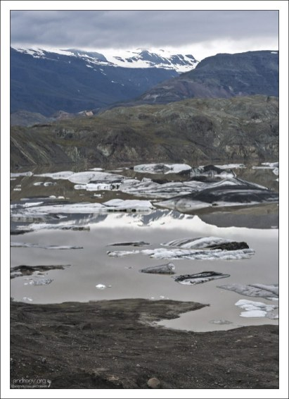 Статичная лагуна у ледника Hoffellsjökull.