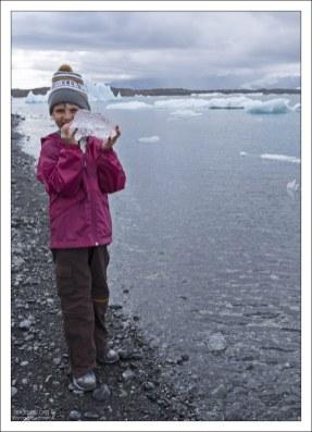 Саша с ледовым уловом.