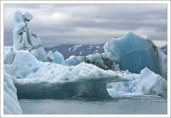 Лед трещит, хрустит, ворчит, и толкается, словно стадо исландских овец.