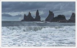 Рейнисдрангар - базальтовые ке́куры (столбовидные скалы) в Атлантическом океане у южного побережья Исландии.