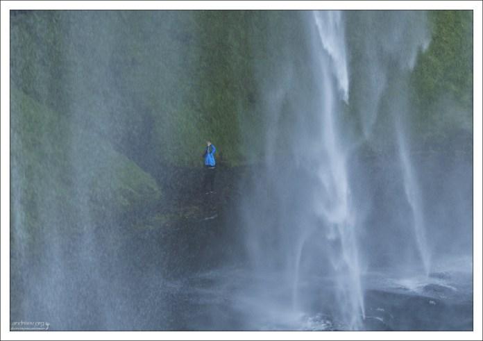 Поклонение водопаду.