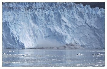 Опасная волна от ледника.