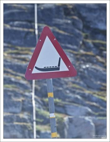 Сани - полноправный участник дорожного движения в Гренландии.