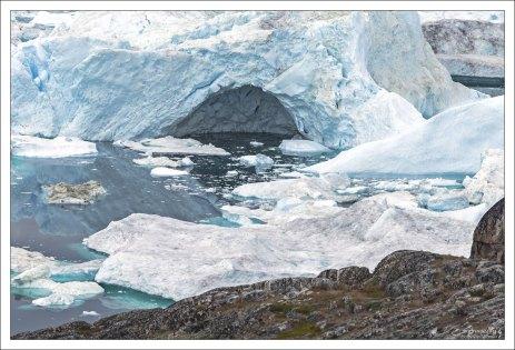 Около 35 млрд тонн льда ежегодно сбрасывается в фьорд.