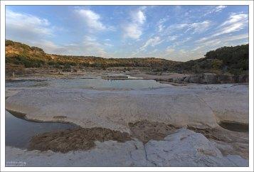 Старые слои кремнистого известняка на реке Педерналес.