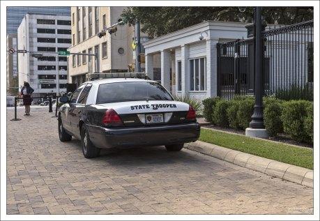 Полиция штата ездит на черно-белых Ford Interceptor.