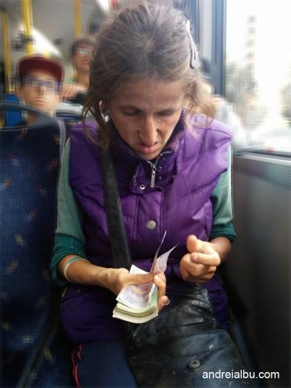 cersetoare-numara-bani-autobus-cluj