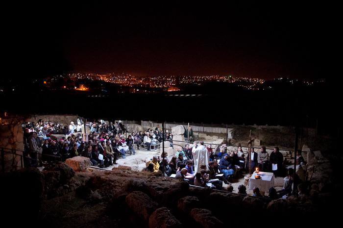 Natale: a piedi verso le grotte dei pastori