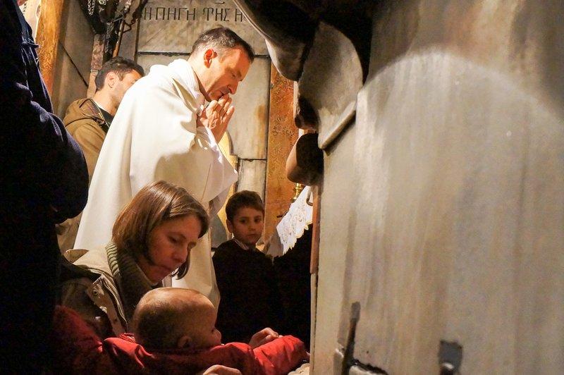 Fare la prima comunione nella tomba di Gesù