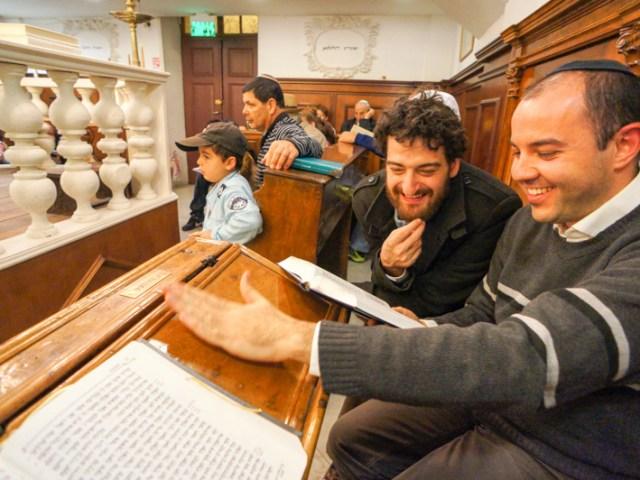 La meghilat Ester alla sinagoga italiana di Gerusalemme – Purim 2014