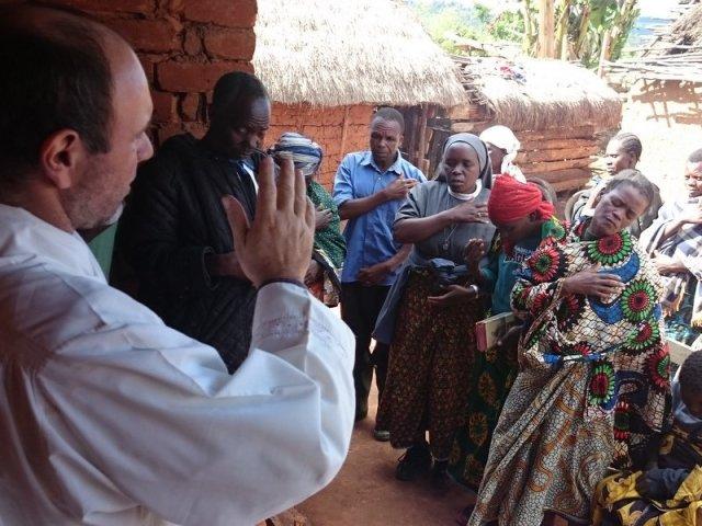 La benedizione delle case a Ilogombe