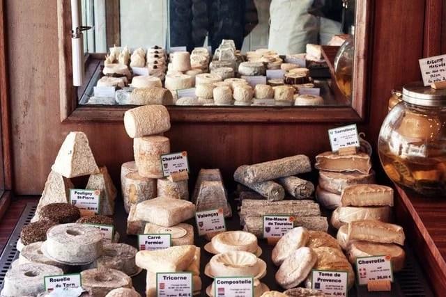 Comment choisir la bonne recette de confiture de cerise pour accompagner votre plateau de fromage ou d'autres recettes de préparations de fruits pour fromages ?