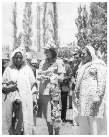 Zuni Gujjari with Akbar Jehan (oh, and Edwina Mountbatten)