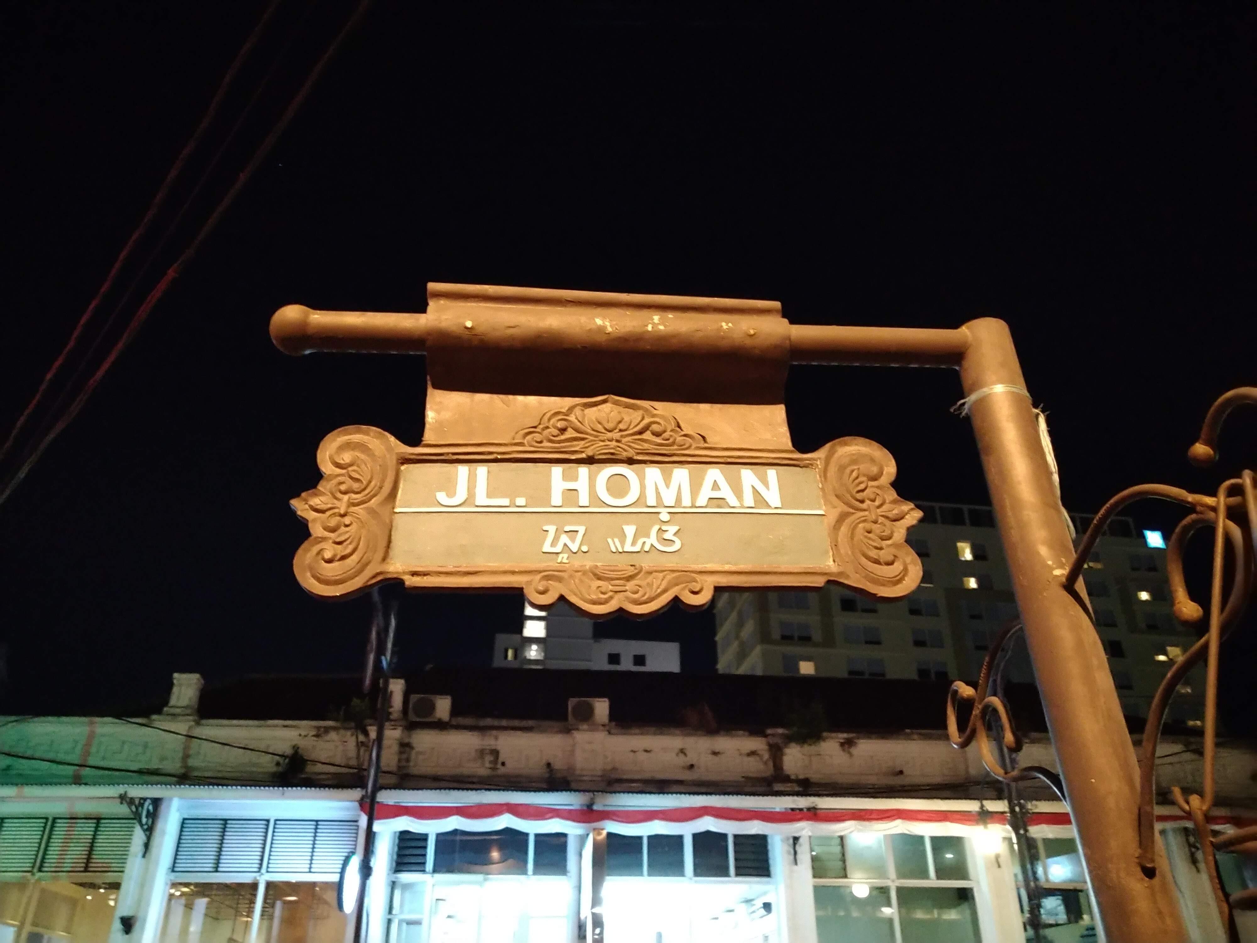 Makan Malam di Jalan Homan