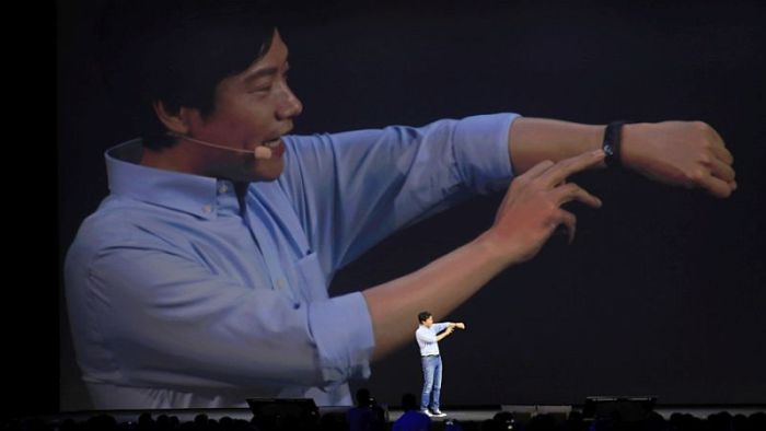 xiaomi_ceo_lei_jun_mi_band_2