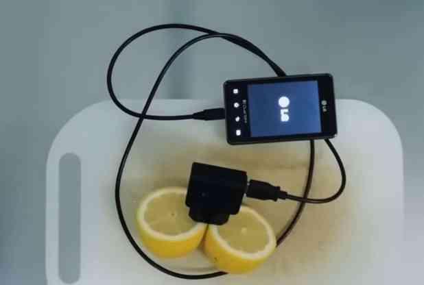 شحن هاتفك عن طريق الليمون