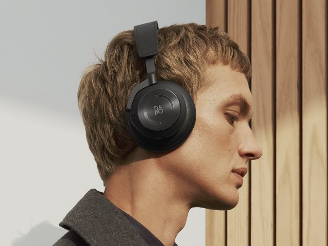 Bang Olufsen Beoplay H9 Wearing
