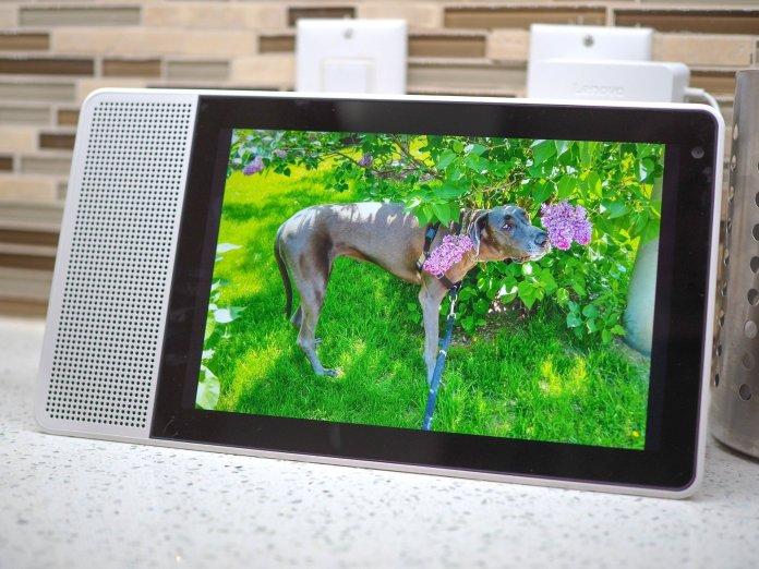 Google working on a fix for Lenovo Smart Displays stuck in update loop