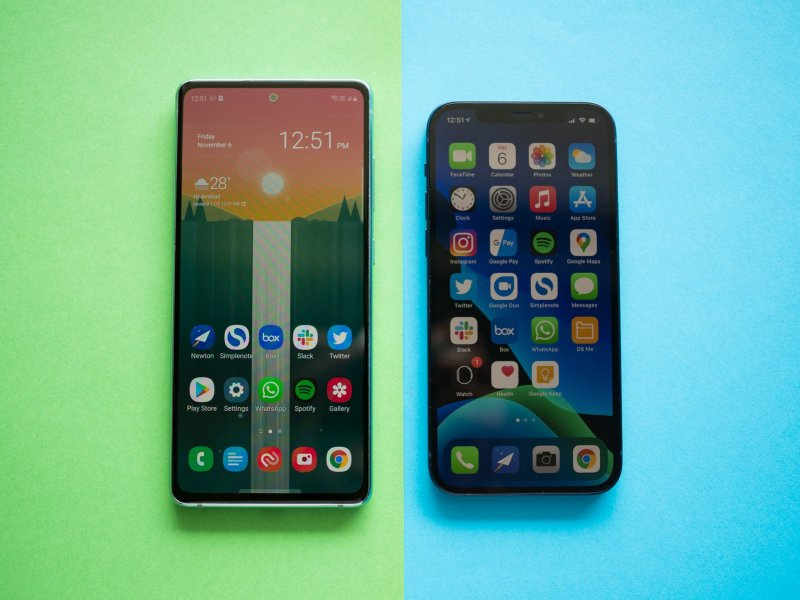 Galaxy S20 FE vs. iPhone 12