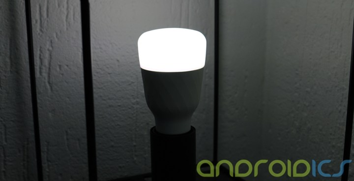 YEELIGHT-Smart-Light-Bulb-review4