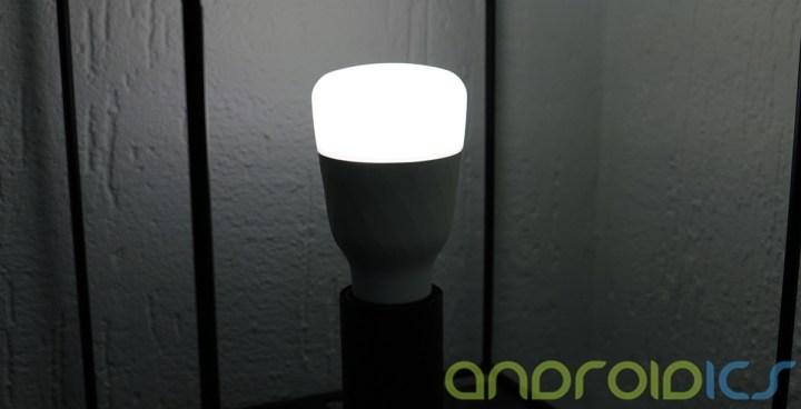 YEELIGHT-Smart-Light-Bulb-review4