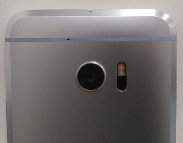 HTC One M10 foto