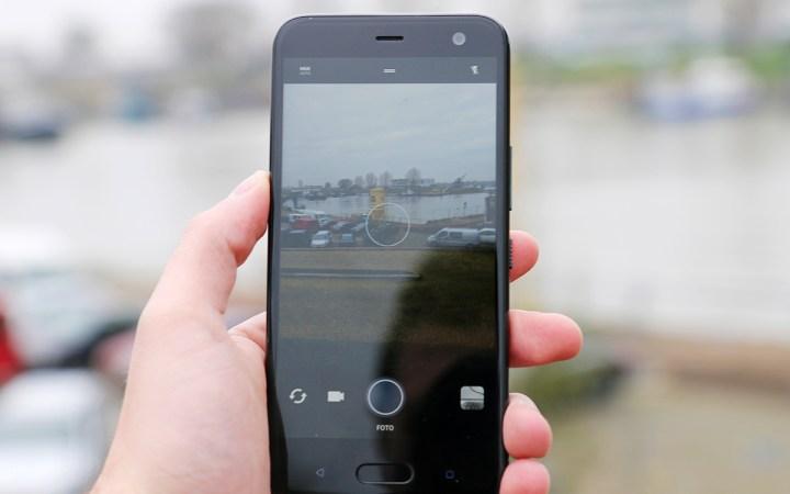 HTC U11 Life review 4