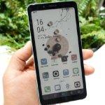 Hisense-color-e-ink-smartphone-2