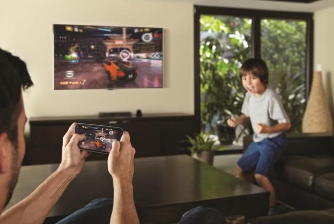"""Laut einer Studie des Marktforschungsunternehmens Gartner kurbelt der Trend zum """"Second Screen"""" den TV-Konsum an."""