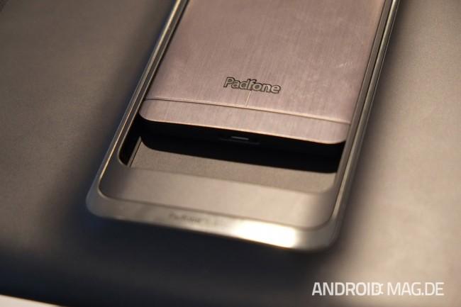 Dazu wird das Smartphone einfach in eine Auslassung des Tablets gesteckt. Foto: androidmag.de