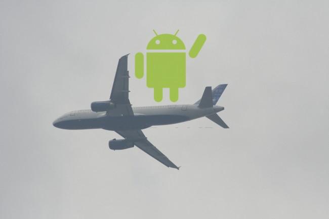 Mit Hilfe eines Hacks kann sich die App in die Kommunikationsprotokolle hacken und die Steuerung der Flugmaschine übernehmen.