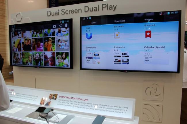 LG zeigt auf der Droidcon in Berlin die neuen Funktionen, die durch Dual Screen Play ermöglicht werden. Foto: LG Blog.