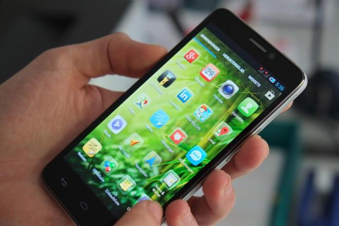 Das Alcatel One Touch Idol: Außen französisch, innen chinesisch. Geht Palm bald den gleichen Weg?