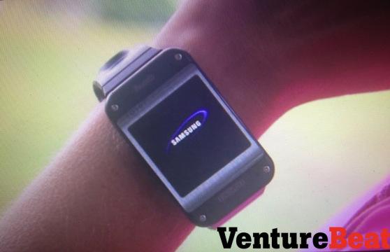Die Smartwatch kann neben Touch auch per S-Voice gesteuert werden. Foto: Venture Beat.