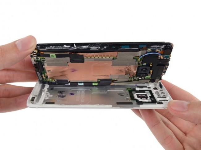 iFixit bietet nun das passende Werkzeug für die Reparatur des Smartphones an. (Foto: PC Games Hardware)