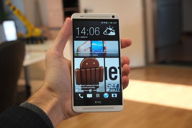 Der soziale Nachrichten-Stream BlinkFeed ist auch beim HTC One Max inkludiert.