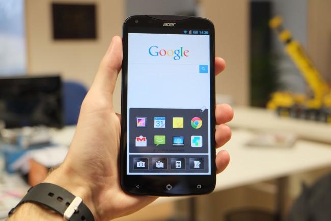 Die Float-Benutzeroberfläche erlaubt das parallele Starten von Apps. Kamera, Maps usw. lassen sich sogar als bewegliches Fenster starten.