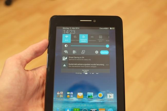 Asus spendiert dem Fonepad Android in der Version 4.3, überzogen mit der hauseigenen Waveshare-Oberfläche.
