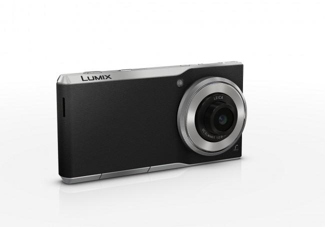 Schaut aus wie eine Kompaktkamera. Ist auch eine, aber ein Smartphone obendrein (Foto: Panasonic Deutschland)