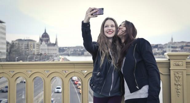 Ein Drittel der Teenager in Deutschland bedauern Beiträge, die sie in sozialen Netzen gepostet haben. (Foto: AVG)