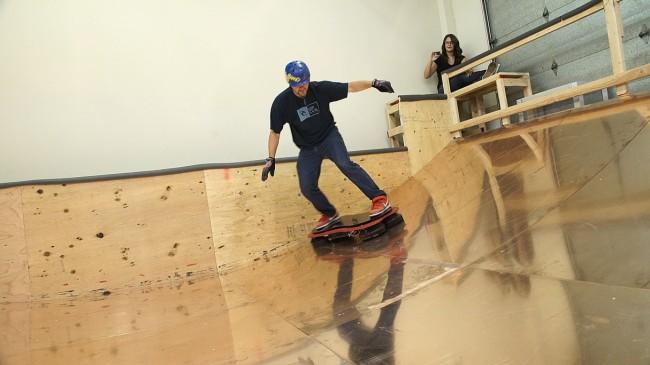 Wenn du 10.000 US-Dollar übrig hast, dann kannst du dir nächstes Jahr endlich ein schwebendes Skateboard kaufen. (Foto: Hendo)